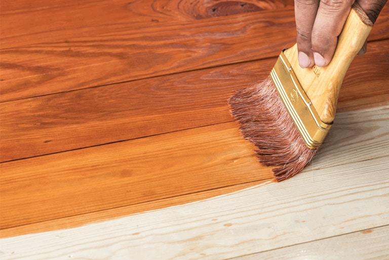 teinture et vernis pour plancher de bois