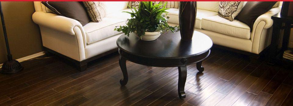 plancher de bois franc foncé élégant